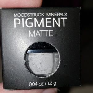 Younique Mineral Eye Pigment ~ Naive